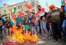 Rajput community members burn the effigy oif Padmavati's film director