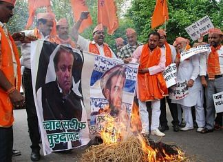 Shiv Sena supporters protesting against Pakistan.