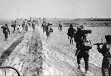 17th December 1971: Indian troops advancing into East Pakistan (Bangladesh)   Central Press/Getty Images
