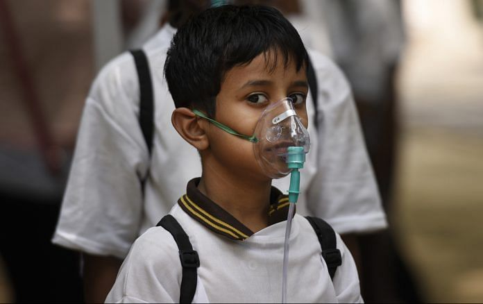 School children wear oxygen masks to protect themselves from air pollution in Delhi