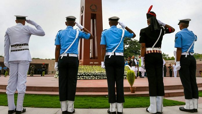 Tri-services personnel pay homage at the National War Memorial on the occasion of Kargil Diwas, in New Delhi, on 26 July, 2019 | Atul Yadav | PTI Photo