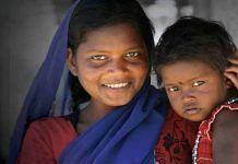 A Birhor woman with her daughter in Hazaribagh, Jharkhand | Twitter/@tribalstuff