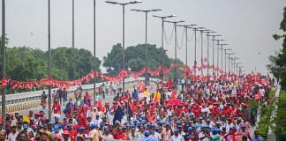 Workers and farmers of various unions raise slogans during 'Mazdoor Kisan Sangharsh Rally | PTI