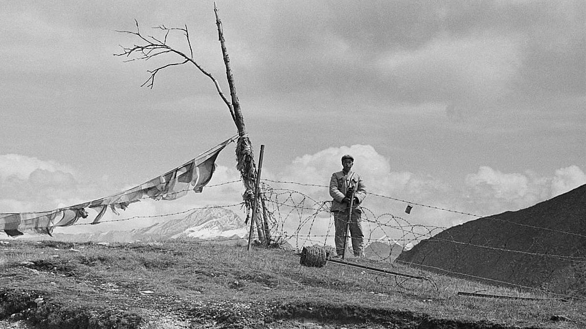 Chinese soldiers guard the border on the Nathu La mountain pass connecting India and China's Tibet Autonomous Region during the Chola incident (or Sino-Indian skirmish), Himalayas, 3rd October 1967 | Photo by Express/Hulton Archive/Getty Images