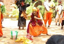 Image of Indian street magic | Creative Commons