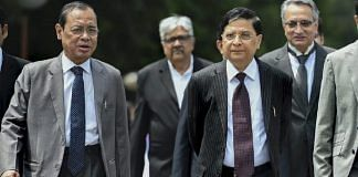 Chief Justice of India Dipak Misra with Supreme Court Judge Ranjan Gogoi (L) | Arun Sharma/PTI