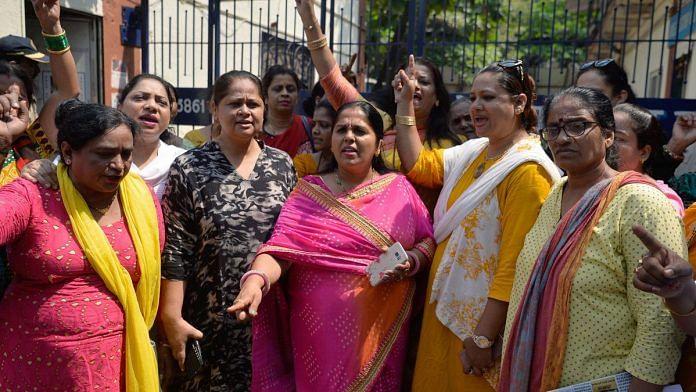Indian activists shout slogans outside a police station demanding justice for Tanushree Dutta   PUNIT PARANJPE / AFP