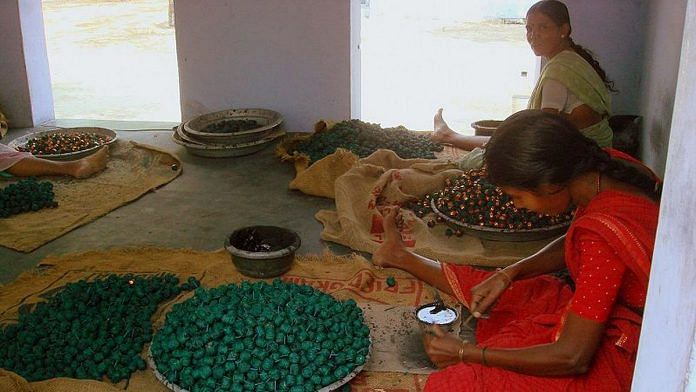 Workers in a fireworks factory in Sivakasi | Wiki