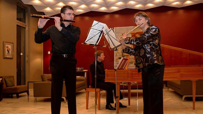 German ambassador Martin Ney (L) with his wife playing the flute at a private concert in his residence | india.diplo.de