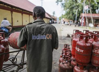 An Indian Oil Corp. employee loads LPG cylinders onto his vehicle in Cochin | Dhiraj Singh/Bloomberg