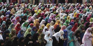 A gathering of Muslim women offering prayers