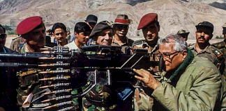 File photo of George Fernandes looking through a heavy machine gun seized from the Pakistan Army in Kargil | PTI