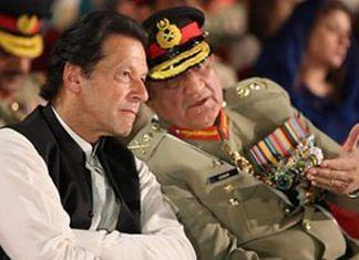 File photo of Pakistan's PM Imran Khan with its Army Chief General Qamar Bajwa | @peaceforchange | Twitter