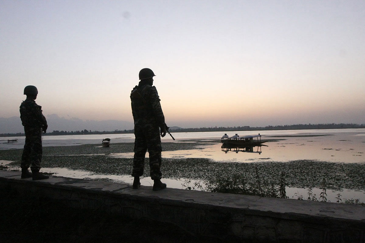 Indian Army soldiers guard the Dal Lake after the abrogation of Article 370   Photo: Praveen Jain   ThePrint.in