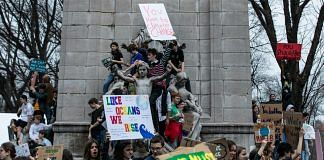 Demonstrators hold signs during the U.S. Youth Climate Strike in New York, U.S. | Photographer: Jeenah Moon | Bloomberg