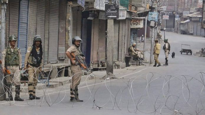 Security forces stand guard in Srinagar | Photo: Praveen Jain | ThePrint