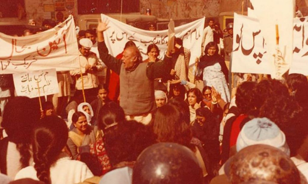 Habib Jalib reciting a poem at a protest in Lahore, February 12, 1983 | Credit: Twitter