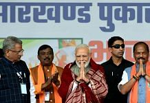 PM Narendra Modi and Jharkhand CM Raghubar Das (right) at an election rally