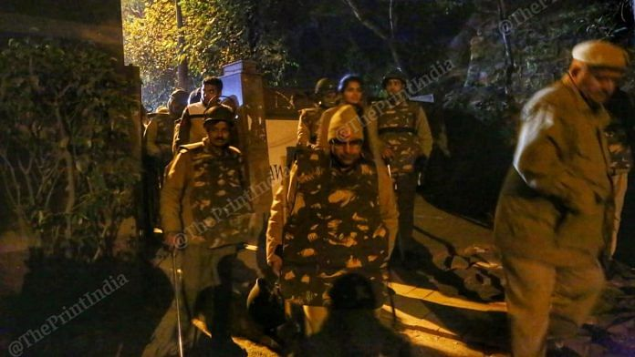 Heavy police was deployed at the JNU campus on Sunday night after a masked mob entered the campus and attacked students and teachers | Manisha Mondal | ThePrint