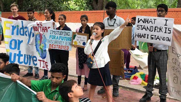 Climate activist Licypriya Kangujam (centre)   Twitter