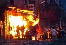 Rioters set ablaze a shop during clashes between those against and those supporting the Citizenship (Amendment) Act in northeast Delhi's Gokulpuri, on 25 February | File photo: PTI