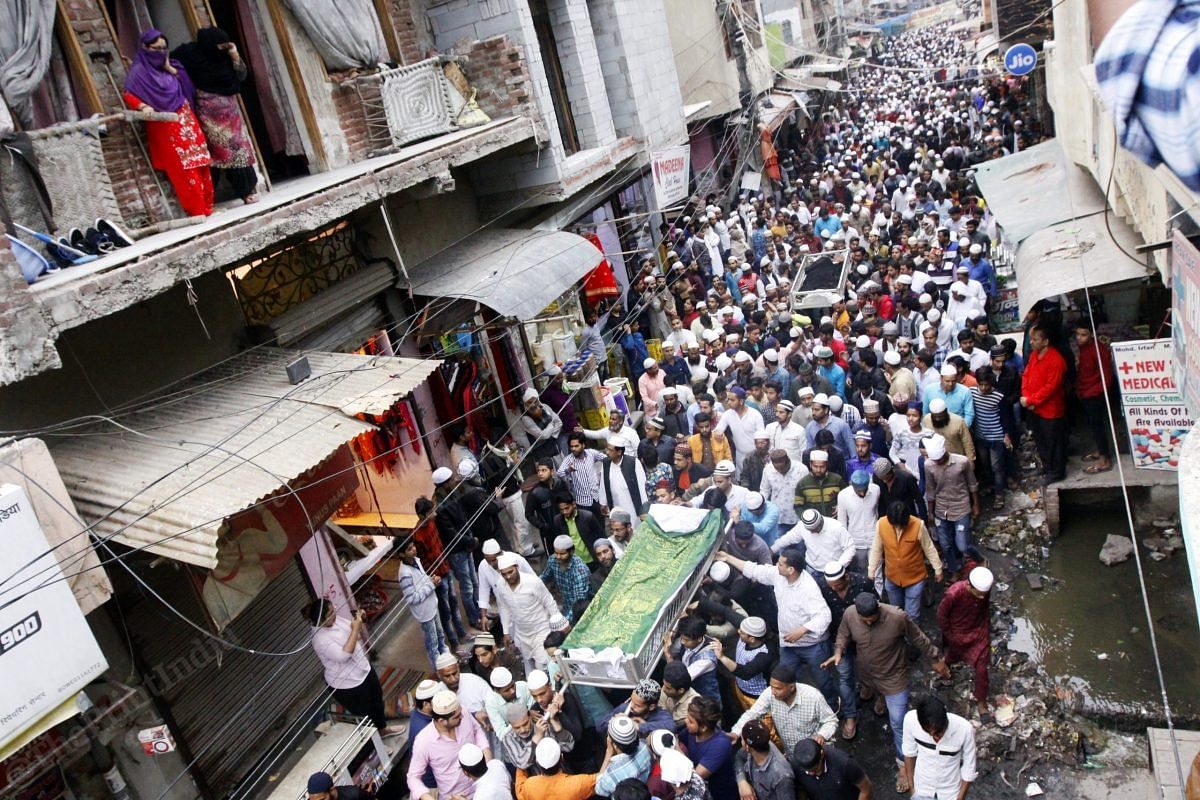 Both bodies are then put on a cot outside their home in Old Mustafabad, while thousands pour in to pay their condolences to the family | Photo: Praveen Jain | ThePrint