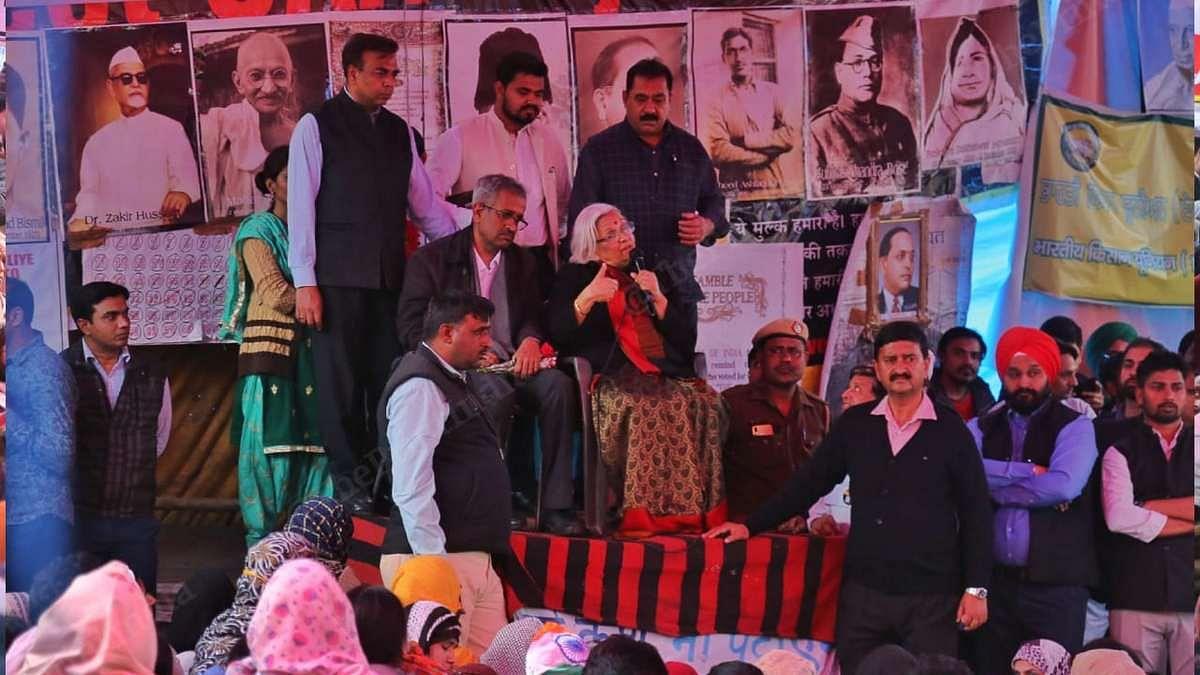 Senior advocates Sanjay Hegde and Sadhana Ramachandran address the protesters at Shaheen Bagh on 19 February 2020 | Manisha Mondal | ThePrint