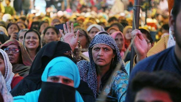 Women protesters listen to the Supreme Court-appointed interlocutors at Shaheen Bagh on 19 February 2020 | Manisha Mondal | ThePrint