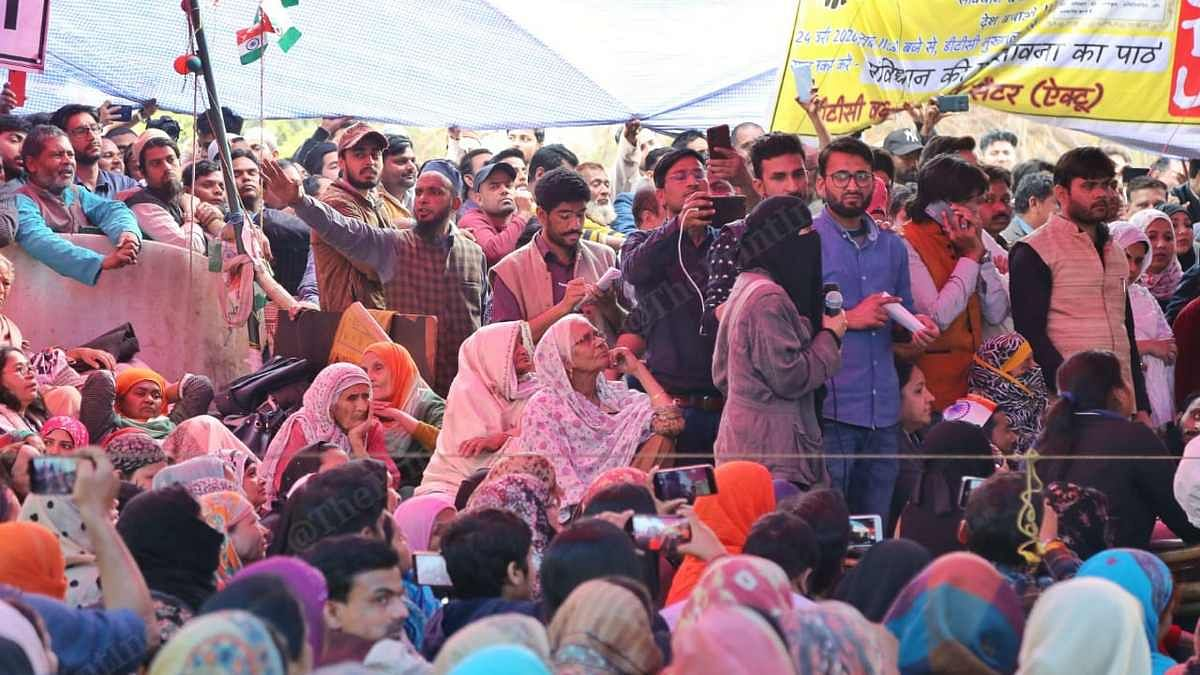 Protesters listen to the Supreme Court-appointed interlocutors at Shaheen Bagh | Manisha Mondal | ThePrint