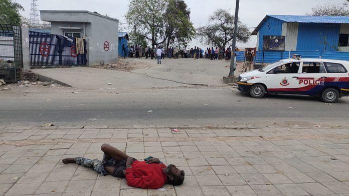 A man lies motionless outside Yamuna Pushta night shelter in Delhi | Simrin Sirur | ThePrint