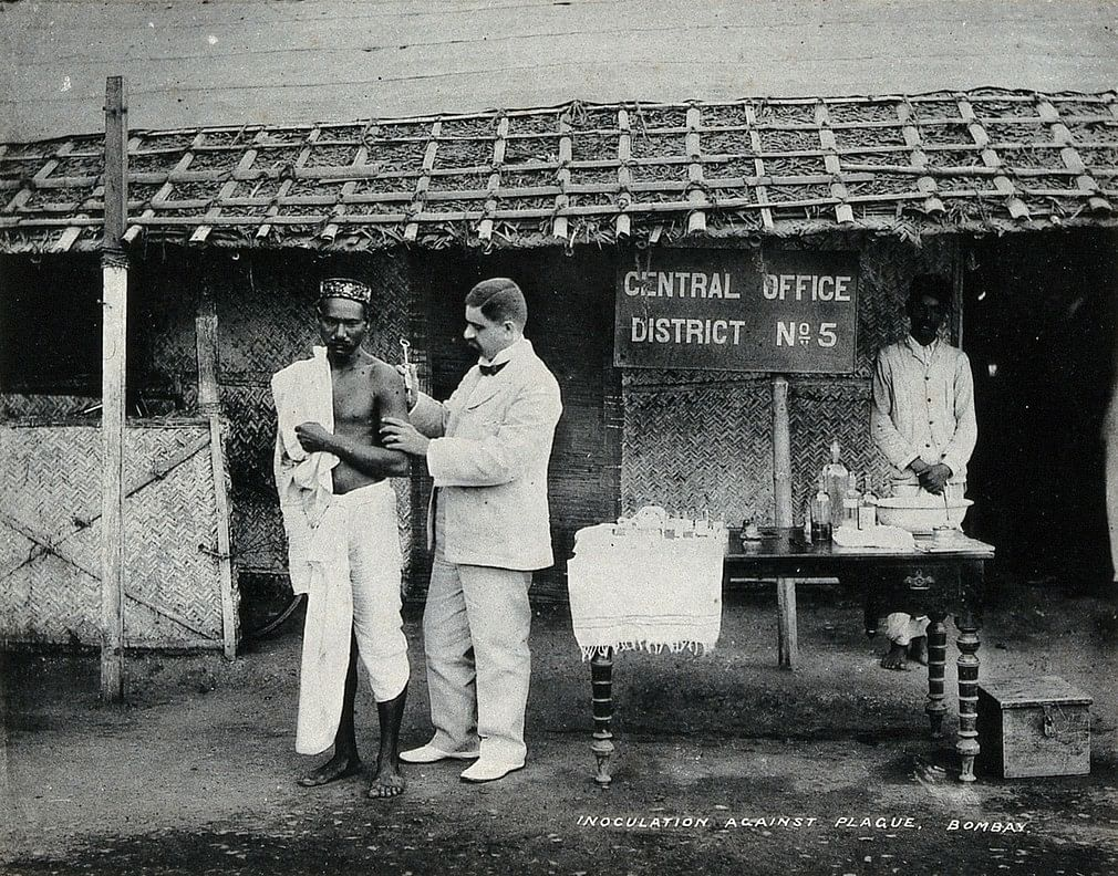 A man being inoculated after the bubonic plague outbreak, Bombay, circa 1897. | Wellcome Library archive collection