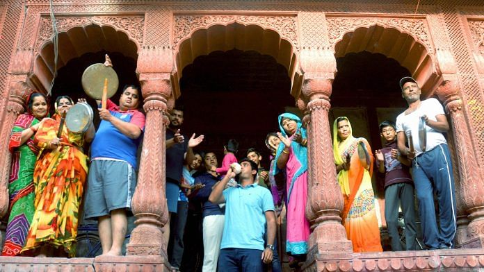 File photo | People clap and clang utensils to show gratitude to frontline workers, during Janata Curfew in Bikaner | PTI