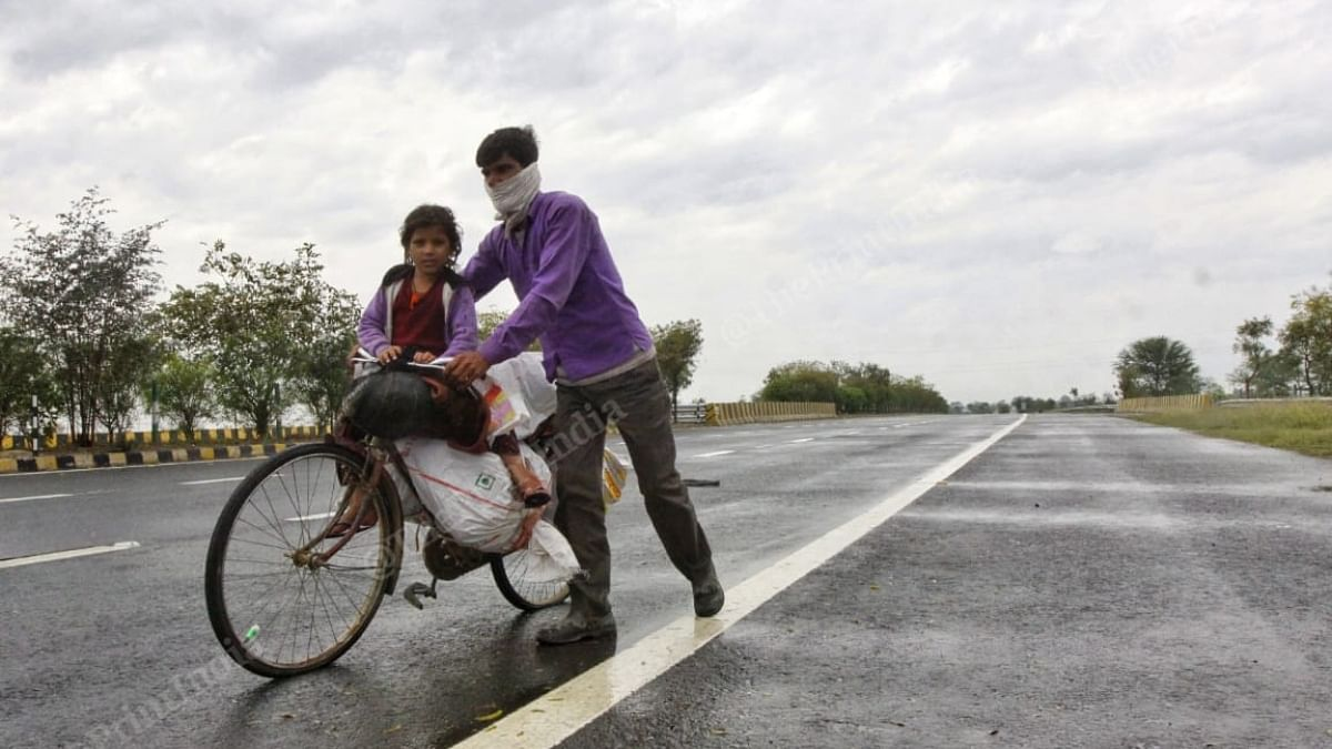 Mukesh, a Mason from Mahoba, Madhya Pradesh, leaving on a cycle with his daughter Deepika