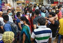 Locals throng a grocery store after PM Modi's announcement of 21 days of lockdown in wake of coronavirus, in Patna | PTI