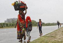 Groups of migrants walk towards the Delhi-Ghaziabad border