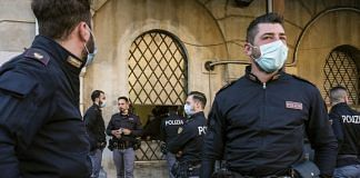 File image of Italian policemen under the lockdown | Photo: Bloomberg