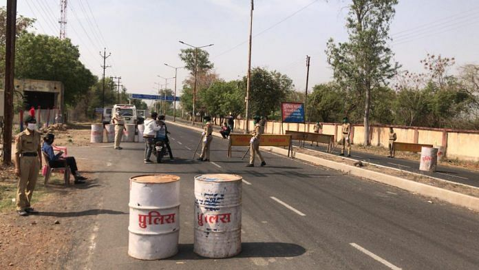 NCC cadets assist police with implementing the lockdown in Madhya Pradesh   Photo: NCC