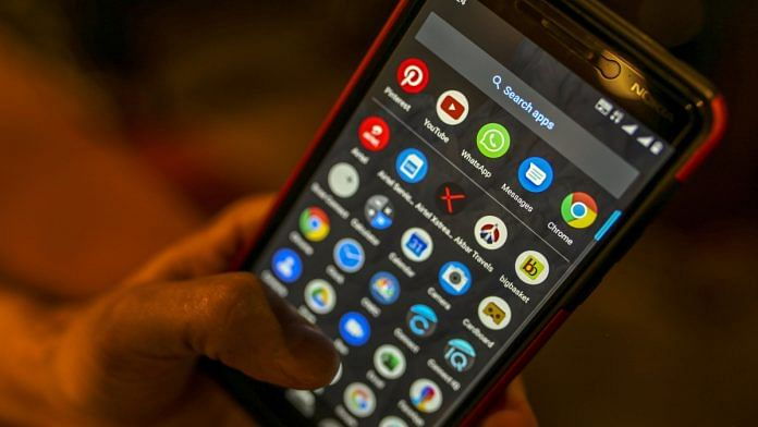 Apps displayed on a phone | Photo: Dhiraj Singh/Bloomberg
