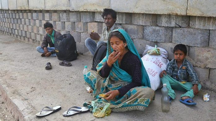 Migrant worker Tulsi and his family near an entrance to Agra on the Yamuna Expressway.   Photo: Suraj Singh Bisht/ThePrint