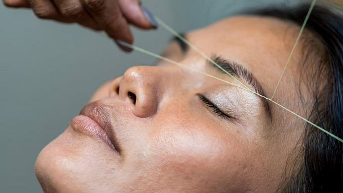 Representational photo | A woman gets her eyebrows threaded | Photo:Wallpaper Flare