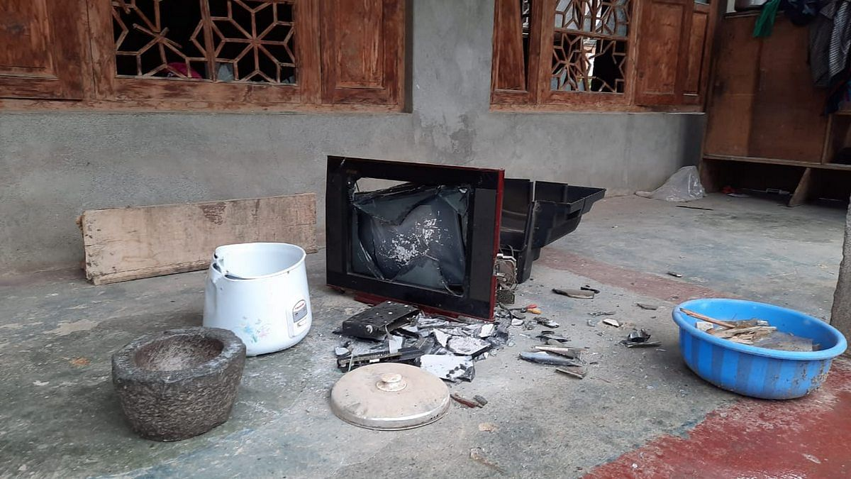 Broken items at Ateeqa Dar's house in Nasrullah Pora in Budgam | Photo: Azaan Javaid | ThePrint