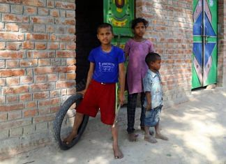 Children spend their days playing or helping their parents while schools in Hardoi remain shut | Suraj Singh Bisht | ThePrint