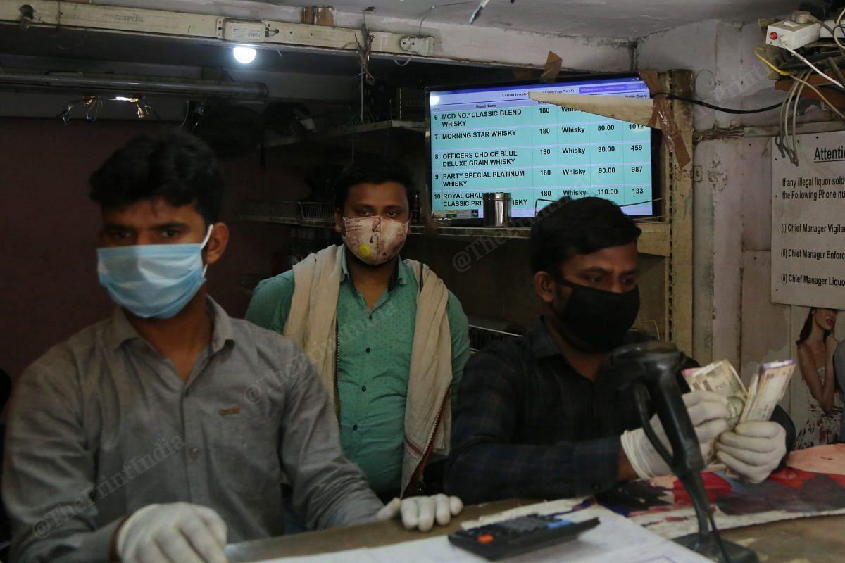 The line for alcohol in Nehru Nagar was more than a kilometer long | Photo: Manisha Mondal | ThePrint