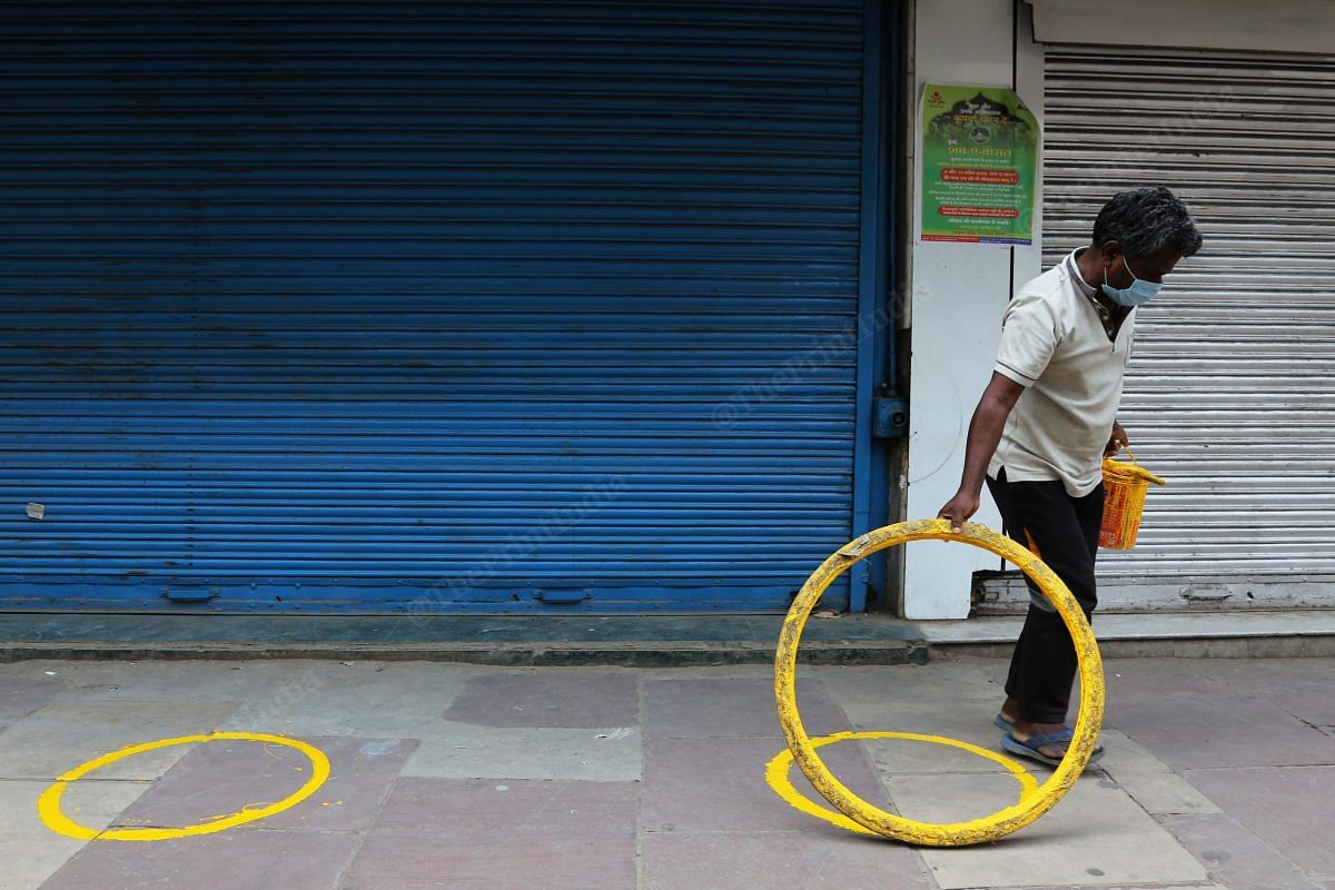 Circles were outside an alcohol shop in Daryaganj Tuesday as a precautionary measure as the shop was supposed to open next day | Photo: Manisha Mondal | ThePrint