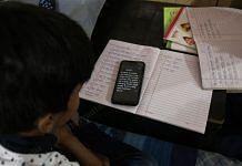 A Delhi school student studies online via WhatsApp | Manisha Mondal | ThePrint