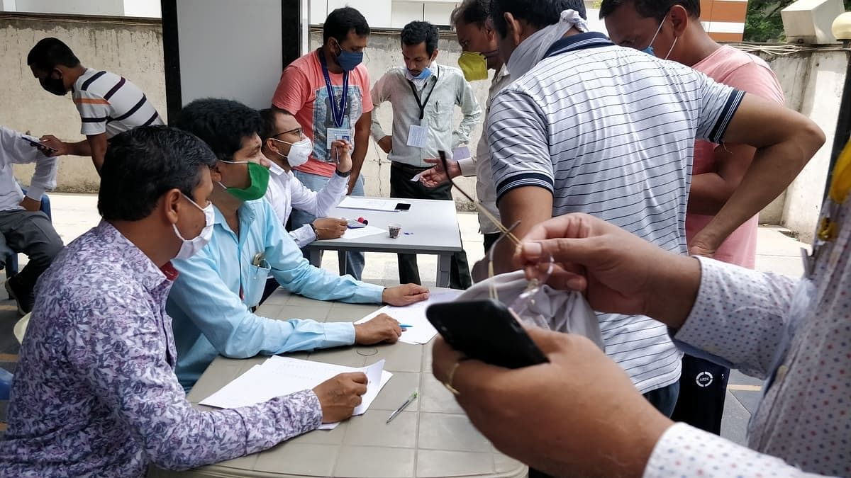 Members of Surat Diamond Association collecting details of workers to send them back home.   Photo: Soniya Agrawal/ThePrint