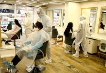 Salon employees wear PPE kits to attend to customers | Photo: ANI