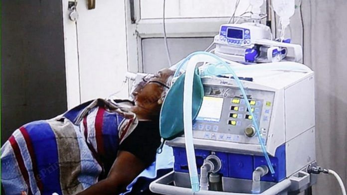 A patient on ventilator at the SN Medical College in Agra | Praveen Jain | ThePrint