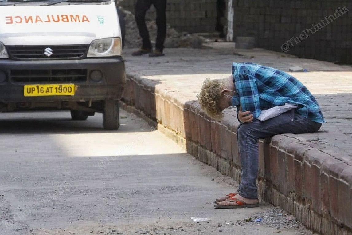 A family member waits outside the LNJP hospital | Praveen Jain | ThePrint