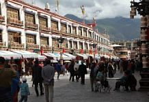 A shopping area in Lhasa | Photo: John Liu | Bloomberg